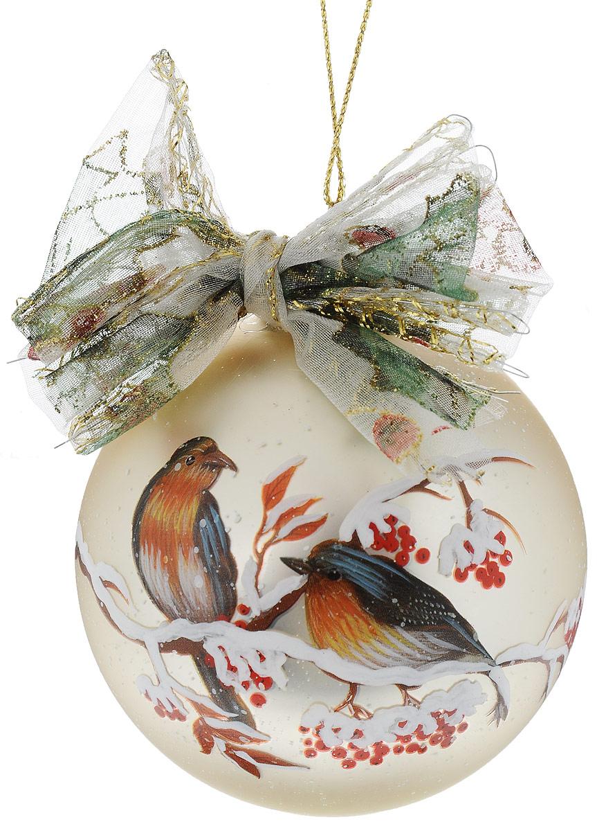 Украшение новогоднее подвесное Winter Wings Шар, диаметр 8 см. N07931N07931Украшение Winter Wings Шар прекрасно подойдет для праздничного декора новогодней ели. Изделие выполнено из высококачественного стекла и украшено изображением птиц на заснеженной ветке и бантиком. Для удобного размещения на елке предусмотрена текстильная петелька.Елочная игрушка - символ Нового года. Она несет в себе волшебство и красоту праздника. Создайте в своем доме атмосферу веселья и радости, украшая новогоднюю елку нарядными игрушками, которые будут из года в год накапливать теплоту воспоминаний.