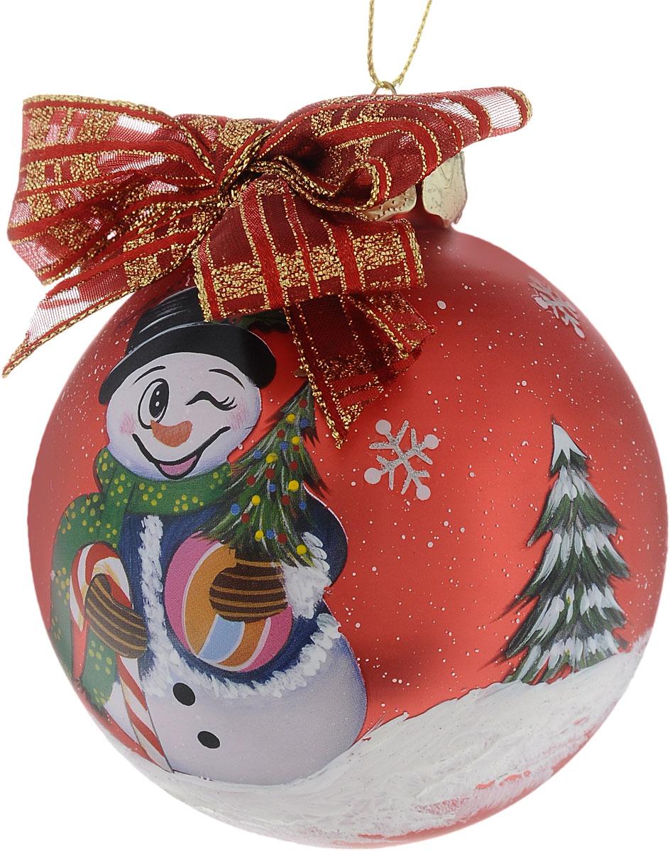 Украшение новогоднее подвесное Winter Wings Шар, диаметр 8 см. N07932N07932Новогоднее подвесное украшение Winter Wings Шар выполнено из стекла в виде шара. Изделие оформлено красочным изображением снеговика. С помощью специальной петельки украшение можно повесить в любом понравившемся вам месте. Но, конечно, удачнее всего оно будет смотреться на праздничной елке.Елочная игрушка - символ Нового года. Она несет в себе волшебство и красоту праздника. Создайте в своем доме атмосферу веселья и радости, украшая новогоднюю елку нарядными игрушками, которые будут из года в год накапливать теплоту воспоминаний.Диаметр: 8 см.