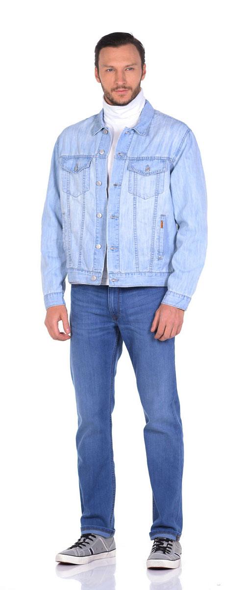 Куртка джинсовая мужская Montana, цвет: голубой. 12049. Размер L (50/52)12049_SBСтильная джинсовая куртка Montana выполнена из натурального хлопка с добавлением полиэстера. Модель классического прямого кроя с длинными рукавами и отложным воротником, застегивается спереди на пуговицы. Манжеты рукавов также оформлены на пуговицах. На лицевой части изделия имеются два прорезных кармана и два нагрудных кармана с клапанами на пуговицах, а внутренняя сторона джинсовой куртки оформлена двумя накладными карманами с хлястиками на застежках пуговицах.
