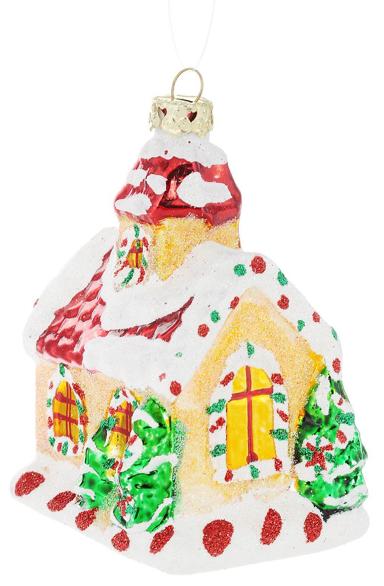 Украшение новогоднее подвесное Winter Wings Дом карамельный, высота 9 смN07820Новогоднее подвесное украшение Winter Wings Дом карамельныйвыполнено из стекла и украшено блестками. С помощьюспециальной петельки украшение можно повесить в любомпонравившемся вам месте. Но, конечно, удачнее всего онобудет смотреться на праздничной елке.Елочная игрушка - символ Нового года. Она несет в себеволшебство и красоту праздника. Создайте в своем домеатмосферу веселья и радости, украшая новогоднюю елкунарядными игрушками, которые будут из года вгод накапливать теплоту воспоминаний.Откройте для себя удивительный мир сказок и грез.Почувствуйте волшебные минуты ожидания праздника,создайте новогоднее настроение вашим дорогим иблизким.Размер украшения: 5,5 х 7 х 9 см.