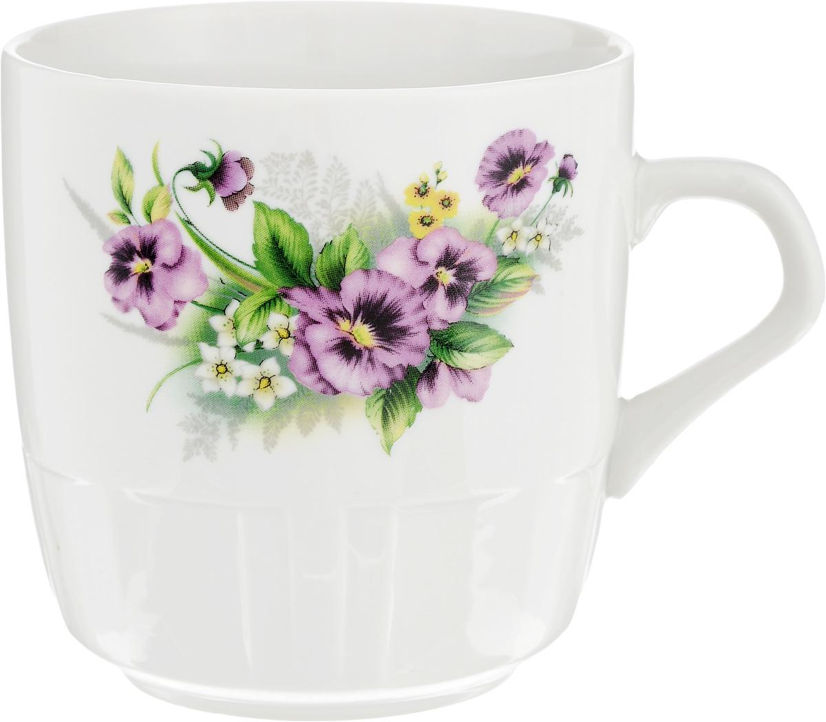 """Кружка Фарфор Вербилок """"Виола"""" способна  скрасить любое чаепитие. Изделие выполнено из  высококачественного фарфора. Посуда из такого  материала позволяет сохранить истинный вкус напитка, а  также помогает ему дольше оставаться теплым. Диаметр по верхнему краю: 8 см. Высота кружки: 8,5 см."""