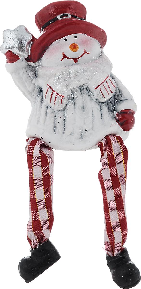 Фигурка декоративная House & Holder Снеговик, высота 8 смDP-B28-14478Фигурка декоративная House & Holder Снеговик, выполненная из керамики, станет оригинальным подарком для всех любителей необычных вещей. Изделие оформлено блестками. Изысканный сувенир станет прекрасным дополнением к интерьеру. Вы можете поставить фигурку в любом месте, где она будет удачно смотреться и радовать глаз.