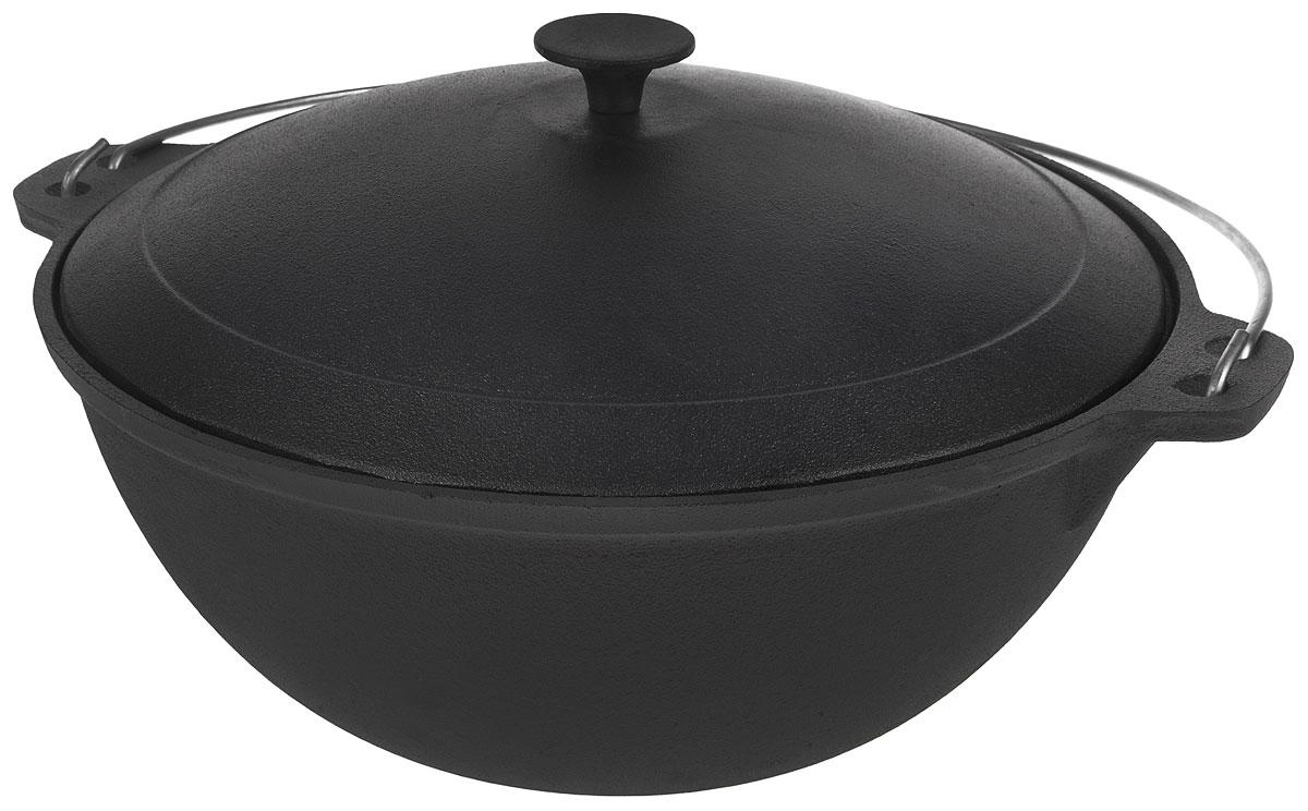Казан Myron Cook, чугунный, с крышкой, 10 лHE5101Казан Myron Cook изготовлен из чугуна, поэтому имеет много преимуществ. Например, пища в нем никогда не пригорит. Также чугун до сих пор считается одним из самых экологически чистых материалов, а также сохраняет витамины и полезные микроэлементы при готовке блюда. Кроме того, казан из чугуна - посуда, которая прослужит вам очень долго при правильном уходе, переходя из поколения в поколение. Чугунный казан незаменим для блюд, требующих длительного приготовления, ведь он обладает хорошей термостойкостью и обеспечивает равномерное распределение тепла для качественной обработки продуктов. Для удобства использования казан имеет крепкую ручку и крышку, сохраняющую блюдо теплым даже после того, как оно снято с плиты. Казаны из чугуна завоевывают все большую популярность у любителей вкусных блюд. Ведь помимо универсальности использования этой старинной посуды еда в настоящем чугунном казане имеет лучшие вкусовые качества, чем то же самое блюдо, приготовленное на сковороде или на противне. Издавна блюда, приготовленные в чугунном казане, славились своим удивительным вкусом. Можно использовать на электрической, газовой, керамической и стеклокерамической плитах, а также в духовке, на костре или на гриле. Размер казана (с учетом крышки): 45 х 25 х 38 см.