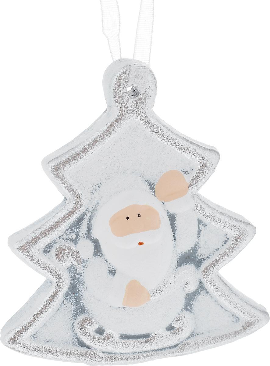 Украшение новогоднее подвесное House & Holder Дед Мороз, 7 х 7,5 смKK11272BНовогоднее подвесное украшение House & Holder Дед Мороз выполнено из керамики. С помощью специальной петельки украшение можно повесить в любом понравившемся вам месте. Но, конечно, удачнее всего оно будет смотреться на праздничной елке.Елочная игрушка - символ Нового года. Она несет в себе волшебство и красоту праздника. Создайте в своем доме атмосферу веселья и радости, украшая новогоднюю елку нарядными игрушками, которые будут из года в год накапливать теплоту воспоминаний.Размер: 7 х 1 х 7,5 см.