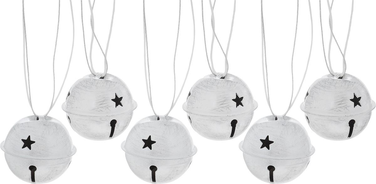 Набор новогодних подвесных украшений House & Holder Бубенчики, цвет: серый, белый, диаметр 4 см, 6 штDP-C04-39505/506_серый, белыйНабор подвесных украшений House & Holder Бубенчики прекрасно подойдет для праздничного декора новогодней ели. Набор состоит из 6 металлических украшений с перфорацией. Для удобного размещения на елке для каждого украшения предусмотрено петелька. Елочная игрушка - символ Нового года. Она несет в себе волшебство и красоту праздника. Создайте в своем доме атмосферу веселья и радости, украшая новогоднюю елку нарядными игрушками, которые будут из года в год накапливать теплоту воспоминаний. Откройте для себя удивительный мир сказок и грез. Почувствуйте волшебные минуты ожидания праздника, создайте новогоднее настроение вашим дорогим и близким.Диаметр: 4 см.