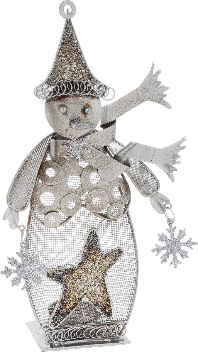 Фигурка декоративная House & Holder Снеговик, 14 х 5 х 27 см1450-3Декоративная фигурка House & Holder Снеговик изготовлена из металла. Она выполнена в виде снеговика со снежинками. Изделие оснащено подставкой для свечи. Такая фигурка будет потрясающе смотреться в интерьере комнаты и станет прекрасным сувениром к любому случаю.Размер: 14 х 5 х 27 см.Диаметр подставки для свечи: 4 см.