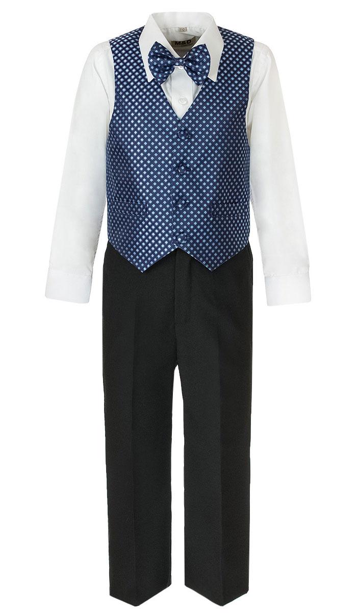 Костюм для мальчика M&D, цвет: темно-синий, черный, белый. HWI170061-29. Размер 92HWI170061-29Костюм для мальчика M&D изготовлен из полиэстера с добавлением модала и хлопка. Костюм включает в себя рубашку, брюки, жилет и галстук-бабочку. Рубашка с отложным воротником и длинными рукавами застегивается на пуговицы. Манжеты рукавов оснащены застежками-пуговицами. На груди расположен накладной карман. Брюки классического кроя и стандартной посадки застегиваются на пуговицу в поясе и ширинку на застежке-молнии. На поясе имеются шлевки для ремня. Пояс по бокам присборен на резинки. Брюки дополнены втачными карманами. Жилет с V-образным вырезом горловины застегивается на пуговицы. Спереди расположены два прорезных кармана. Галстук-бабочка оснащен эластичной резинкой. Жилет и галстук-бабочка оформлены оригинальным принтом.
