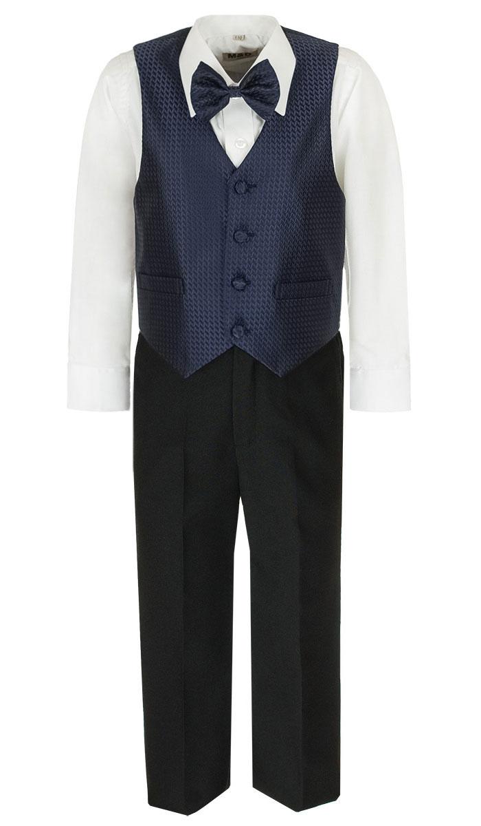 Костюм для мальчика M&D, цвет: темно-синий, черный, белый. HWI170041-29. Размер 92HWI170041-29Костюм для мальчика M&D изготовлен из полиэстера с добавлением модала и хлопка. Костюм включает в себя рубашку, брюки, жилет и галстук-бабочку. Рубашка с отложным воротником и длинными рукавами застегивается на пуговицы. Манжеты рукавов оснащены застежками-пуговицами. На груди расположен накладной карман. Брюки классического кроя и стандартной посадки застегиваются на пуговицу в поясе и ширинку на застежке-молнии. На поясе имеются шлевки для ремня. Пояс по бокам присборен на резинки. Брюки дополнены втачными карманами. Жилет с V-образным вырезом горловины застегивается на пуговицы. Спереди расположены два прорезных кармана. Галстук-бабочка оснащен эластичной резинкой. Жилет и галстук-бабочка оформлены оригинальным принтом.