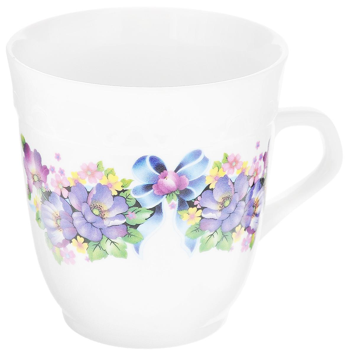 """Кружка Фарфор Вербилок """"Арабеска. Фиалка"""" способна  скрасить любое чаепитие. Изделие выполнено из  высококачественного фарфора. Посуда из такого  материала позволяет сохранить истинный вкус напитка, а  также помогает ему дольше оставаться теплым. Диаметр по верхнему краю: 8,3 см. Высота кружки: 9 см."""