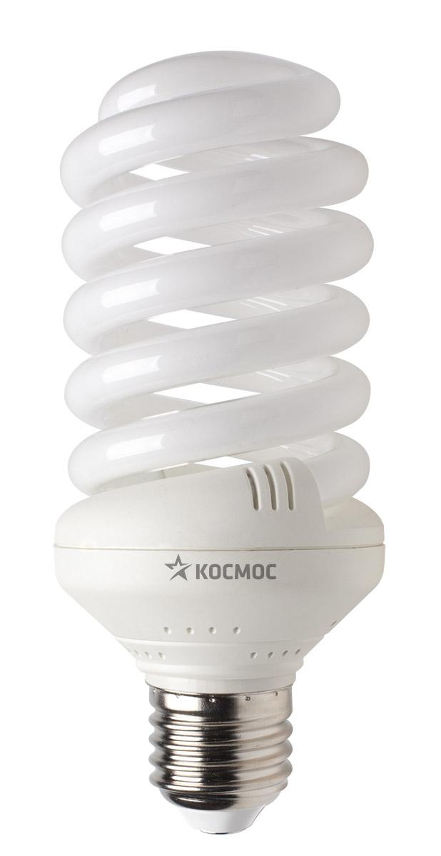 """Энергосберегающая лампа """"Космос"""" теплого света способствует расслаблению, ее лучше использовать в спальнях, местах для отдыха. Сфера применения энергосберегающей лампы """"Космос"""" та же, что и у лампы накаливания, но данная лампа имеет ряд преимуществ: температура колбы ниже, чем у ламп накаливания, что позволяет использовать энергосберегающие лампы в тканевых абажурах без риска их выцветания и возникновения пожара; полностью заменяет галогенные и обычные лампы накаливания. Колба лампы имеет защитное покрытие, препятствующее ультрафиолетовому излучению. Не содержат паров ртути: технология амальгамной дозировки обеспечивает более стабильный поток не только в течение всего срока службы лампы, но также при изменении температуры окружающей среды и рабочего положения лампы. Применение РТС-термистра с положительным коэффициентом температуры, осуществляющего """"плавный старт"""" лампы, позволяет производить до 500000 включений-выключений лампы, что увеличивает срок службы лампы. Применение ЕМС-системы подавления электромагнитных помех позволяет использовать лампу в электросетях с чувствительными электронными приборами. Лампа соответствует требованиям ROHS (директива, ограничивающая содержание вредных веществ). Данная директива ограничивает использование в производстве шести опасных веществ: свинец, ртуть, кадмий, шестивалентный хром, полибромированные бифенолы, полибромированный дифенол-эфир. Энергосберегающие лампы очень популярны благодаря своей высокой экономичности, большому сроку службы и низкому потреблению электроэнергии. Энергосберегающая лампа """"Космом"""" обладает большой мощностью, которая позволяют освещать большие площади или помещения с большой высоты потолка. Характеристики:  Модель:  Т3 SPC 35W E2727. Материал:  стекло, металл, пластик. Диаметр колбы (по верхнему краю): 6 см. Общая длина:  12,5 см. Тип цоколя:  E27. Мощность:  35 Вт. Соответствующая мощность лампы накаливания:  175 Вт. Свет:  теплый. Цветовая температура:  2700К. Световой поток:  1900 Lm. Средний срок """
