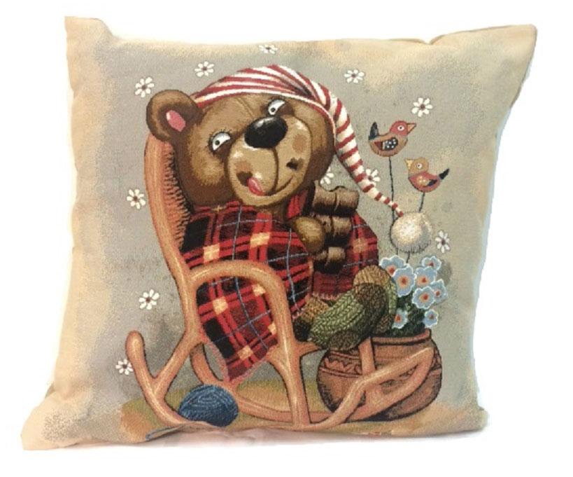 Подушка декоративная Рапира Баловни. Медвежонок в кресле, 45 х 45 см4784Декоративная подушка с наполнителем холлофайбер со съёмным чехлом намолнии, выполненным из жаккарда, - это яркий штрих в интерьере комнаты.Лицевая сторона - гобелен (жаккардовое ткачество), оборотная сторона - однотонная ткань типа плюш.