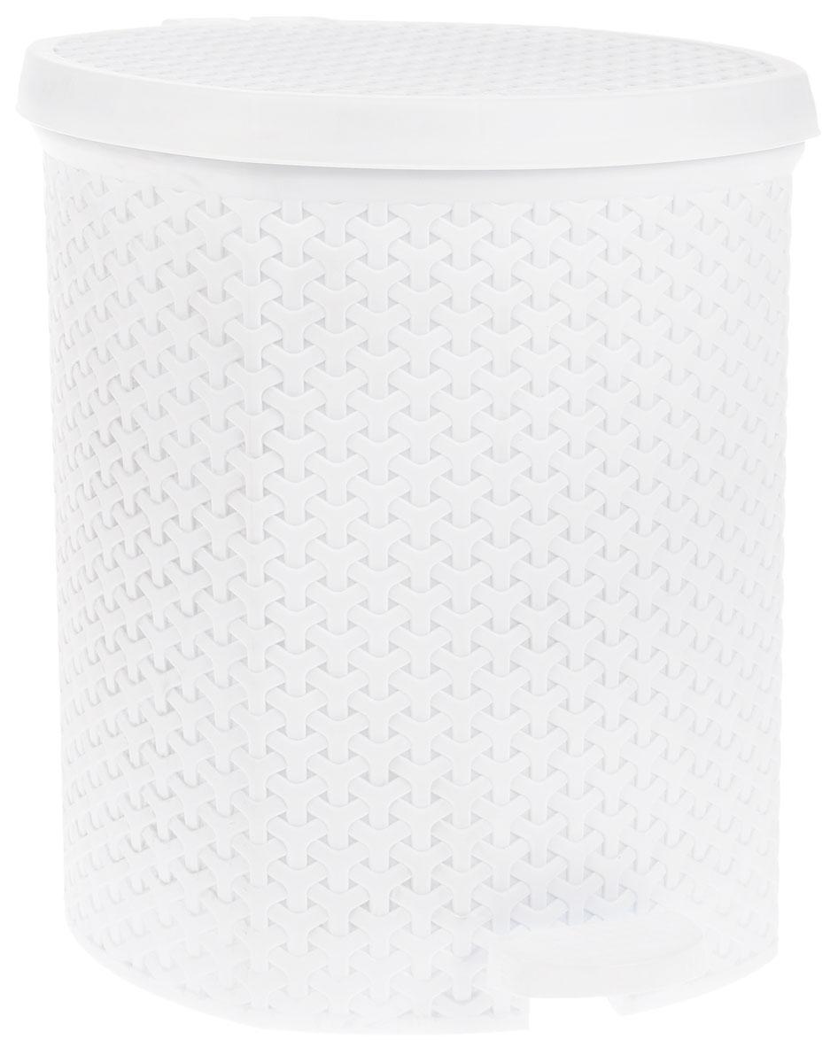 Контейнер для мусора Magnolia Home, с педалью, цвет: белый, 21 л3700Мусорный контейнер Magnolia Home очень удобен в использовании как дома, так и в офисе. Изделие, выполненное из прочного пластика, не боится ударов. Контейнер оснащен педалью, с помощью которой можно открытькрышку. Закрывается крышка практически бесшумно, плотно прилегает, предотвращаяраспространение запаха. Внутри пластиковая емкость для мусора, которую при необходимости можно достать из контейнера. Интересный дизайн разнообразит интерьер кухни и сделает его более оригинальным.Высота контейнера: 39 см.