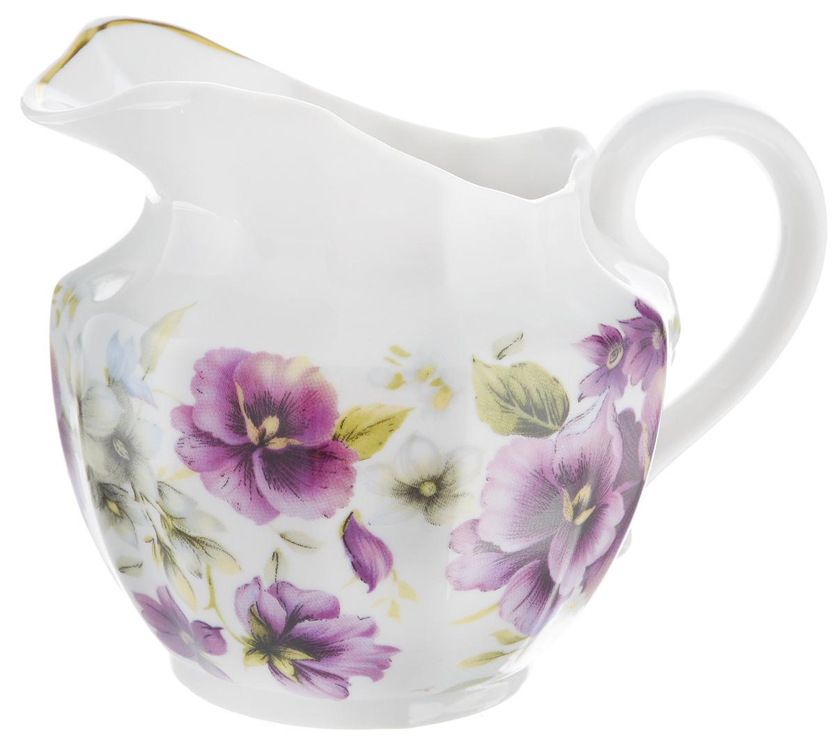 Сливочник Фарфор Вербилок Фиалки, 350 мл7983154Сливочник Фарфор Вербилок Фиалки выполнен из высококачественного фарфора и декорирован рисунком с изображением цветов. Это изделие предназначено для того, чтобы красиво и аппетитно подавать на стол сливки или молоко к чаю, кофе, супу или фруктам.Размер сливочника (по верхнему краю): 9 х 7 см.Высота сливочника: 10 см.