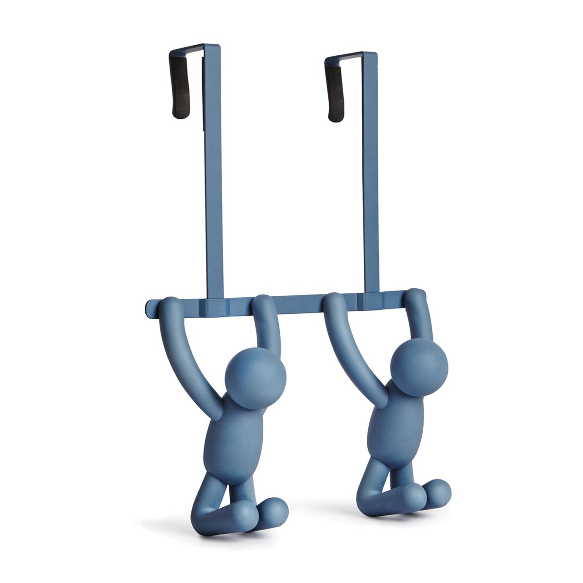 Вешалка на дверь Umbra Buddy, цвет: синий1004260-755Вешалка на дверь Umbra Buddy изготовлена из пластика и металла. Изделие представляет собой двойные крючки с креплением на дверь. Крючки могут легко перемещаться с двери в ванную на дверь в спальню и обратно. Крючки рассчитаны на межкомнатные двери стандартной глубины. Внутри каждого крючка предусмотрены мягкие амортизаторы, защищающие дверь от царапин.