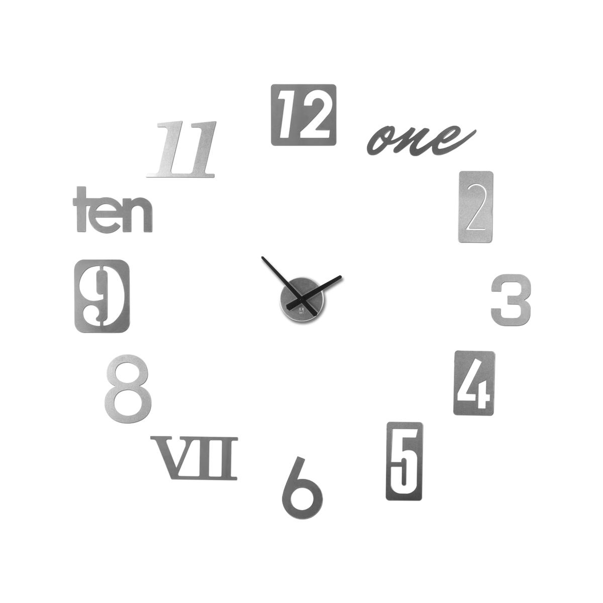 Часы настенные Umbra Numbra118430-008Вдохновением к созданию таких необычных часов послужили таблички с номерами домов на туманных английский улочках. Каждый элемент часов Numbra крепится отдельно, таким образом вы можете сами решить, на каком расстоянии цифры будут располагаться друг относительно друга, будут ли они кругом, ромбом, треугольником. Можно расположить их близко по трафарету, который идет в комплекте, а можно на расстоянии, задействовав все пространство любой скучной и пустой стены.В комплекте 12 металлических цифр, механизм со стрелками, трафарет, а также специальная монтажная липучка для крепления часов к стене.Механизм работает при помощи двух батареек АА. Таблички с цифрами делятся на три вида по размеру: 22.9 х 7.6 см, 17.8 х 17.8 см и 15.2 х 10.7 см