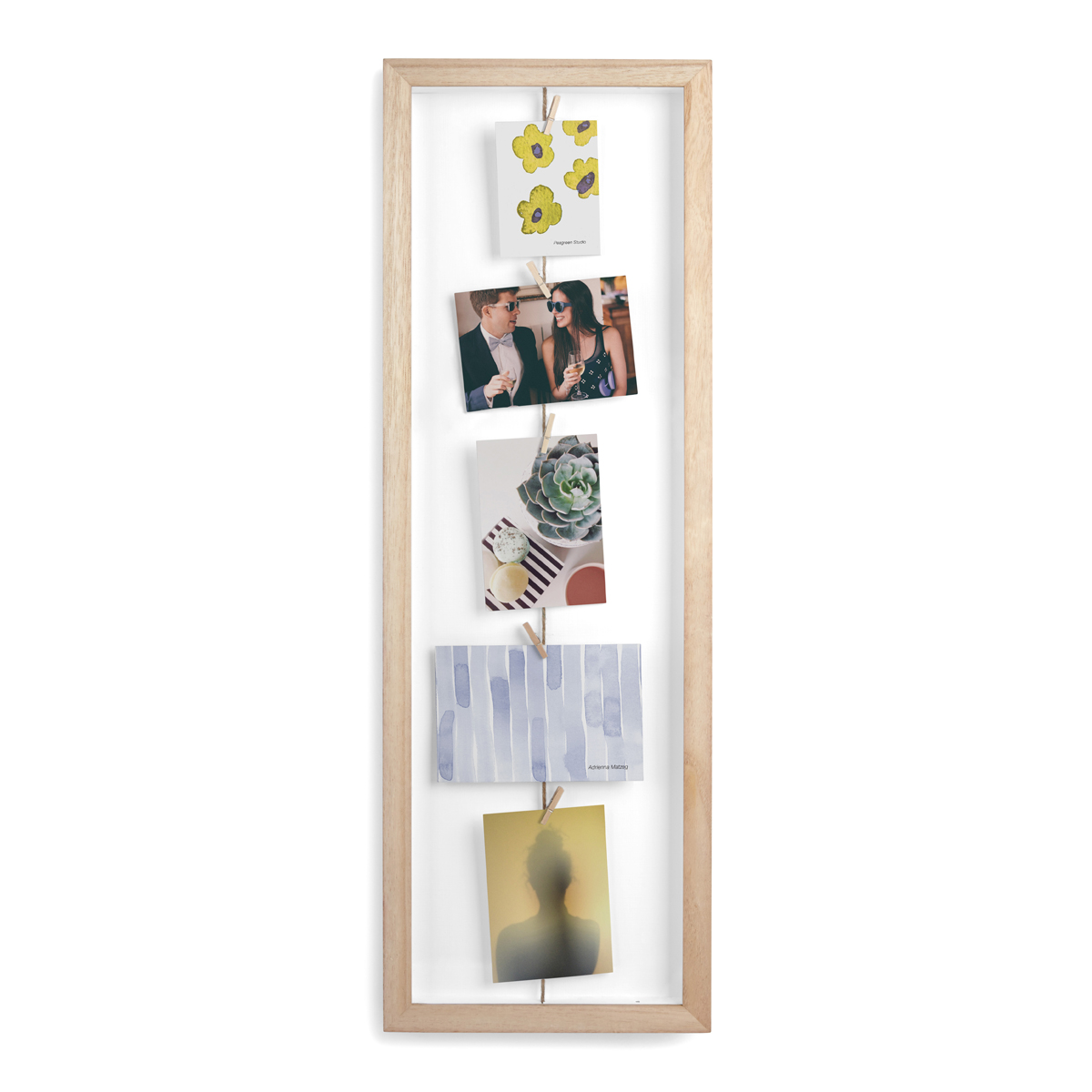 Панно с зажимами Umbra Clothesline, для 7 фотографий311020-390Фоторамка, фотографии в которую не вставляются, а прикрепляются к специальным нитям при помощи зажимов (входят в комплект). Позволяет создавать композиции из 7 фотографий, открыток или рисунков. Обрамление выполнено из натурального дерева. Дизайн: Sung wook Park