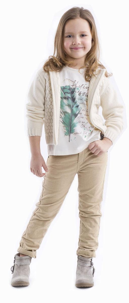 Футболка с длинным рукавом для девочки Gulliver, цвет: молочный. 21602GMC1201. Размер 9821602GMC1201Детские футболки - основа повседневного гардероба! Удобные и красивые, стильные трикотажные футболки способны добавить образу изюминку, а также подарить комфорт и свободу движений. Если вы хотите приобрести модную и удобную вещь на каждый день, вам стоит купить футболку с длинным рукавом.Трапециевидный силуэт, отрезная кокетка на спинке, позволяющая создать легкую сборку, крупный выразительный принт на передней части модели делают футболку женственной и интересной.