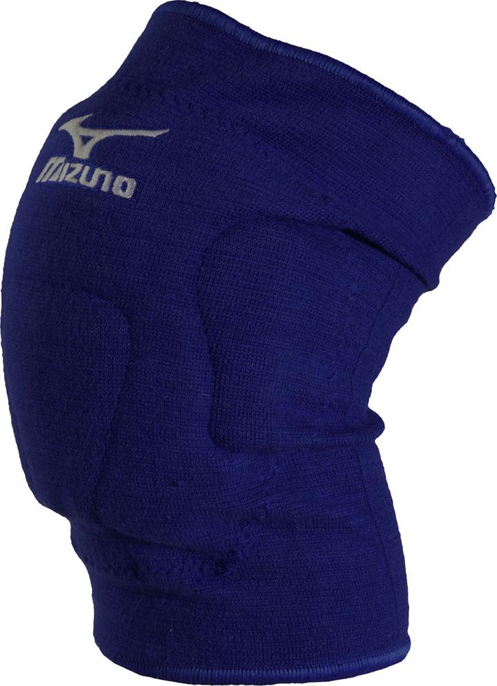 Наколенники волейбольные Mizuno VS1 kneepad, цвет: синий, 2 шт. Размер XLZ59SS891-14Наколенники Mizuno VS1 kneepad изготовлены из толстого слоя материала VS-1, который поглощает энергию удара за счет сопротивления остаточной деформации сжатия, гасит удар и обеспечивает защиту в зонах особо сильных ударных нагрузок. По сравнению с использованием традиционного EVA (этиленвинилацетат) этот материал снижает отдачу от удара и продлевает срок службы наколенников. Система желобков Mizuno Intercoo позволяет колену и наколеннику работать как единое целое, что обеспечивает большую подвижность.Для предотвращения натирания колена, создана система отверстий, расположенных по всей площади наколенника, которые отводят тепло и влагу.