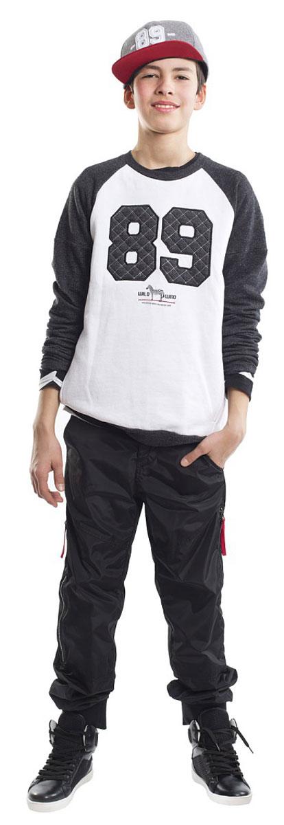 Свитшот для мальчика Gulliver, цвет: белый, черный. 21612BTC1601. Размер 14621612BTC1601Классный свитшот - необходимая вещь в гардеробе подростка, ведь свитшот для мальчика - идеальная вещь на каждый день! Удобная и практичная, модная модель сделает образ свежим и современным, а также гарантирует комфорт и свободу движений! Свитшот с крупным эффектным принтом является образцом того, какими должны быть свитшоты для подростков! Он дополнит повседневный Look контрастном и динамикой, сделав образ молодого человека стильным и энергичным!
