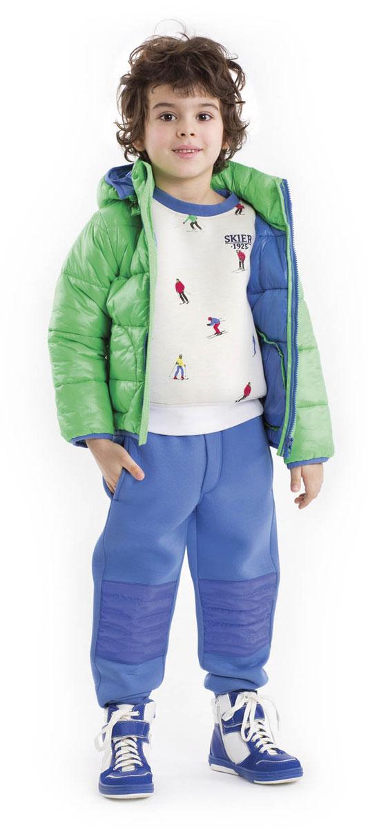 Свитшот для мальчика Gulliver, цвет: белый. 21603BMC1602. Размер 9821603BMC1602О, Спорт, ты - Мир! - именно эту фразу хочется произнести, глядя наэтот замечательный свитшот! Он - образец того, какими должны быть модные детские свитшоты. Оригинальный рисунок ткани - энергичные разноцветные лыжники, спускающиеся с белоснежных гор, рождает самые лучшие ассоциации. Свитшот выполнен из мягкого уютного неопрена. Если вы решили купить свитшот, вам стоит обратить внимание на эту модель! Свежесть, динамика, оригинальность этой модели сделают образ ребенка интересным и запоминающимся.