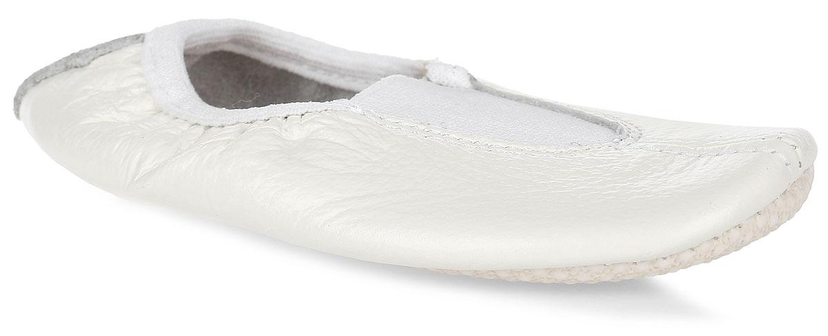 Чешки для девочки Котофей, цвет: молочный. 612002-01. Размер 36212002-01Чешки Котофей выполнены из натуральной кожи и оформлены прострочкой. Подъем дополнен эластичной вставкой, которая обеспечивает лучшую фиксацию. Подкладка выполнена из натуральной кожи, комфортной при движении. Вкладная стелька из текстиля пристрочена к заготовке верха вместе с подошвой, благодаря чему не собирается и не скользит. Подошва выполнена из кирзы с рельефной поверхностью, что гарантирует отличное сцепление с любой поверхностью.