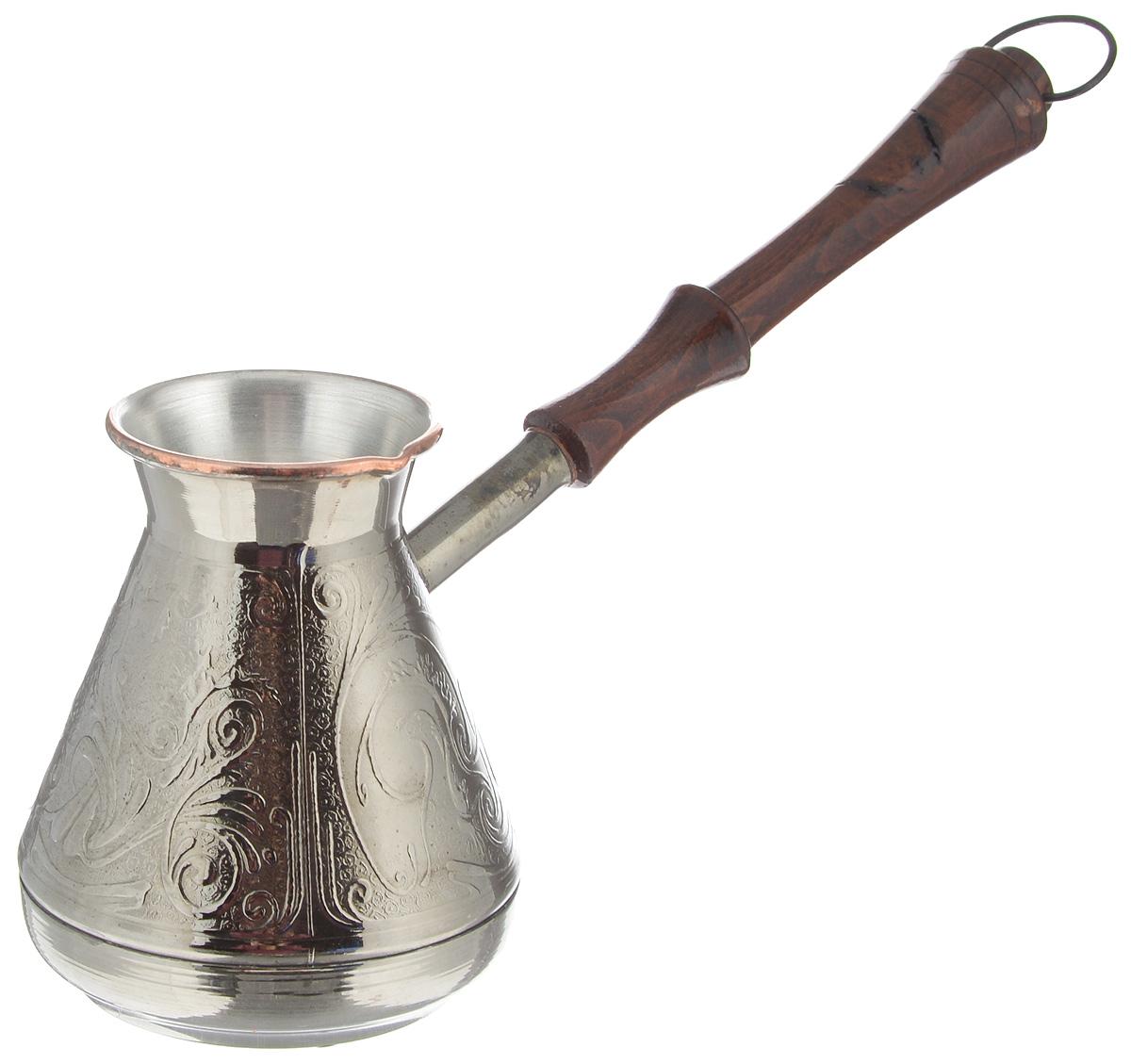 Турка Станица, цвет: серебристый, коричневый, 400 млТурка 400гр-медь (х60)_серебристый, коричневыйТурка Станица прекрасно подходит для приготовления настоящего кофе на плите. Она изготовлена из меди. Внешняя поверхность имеет декоративное теснение, что придает изделию оригинальный внешний вид. Изделие оснащено небольшим носиком и удобной не нагревающейся деревянной ручкой с петелькой для подвешивания. Надежное крепление ручки гарантирует безопасное использование. Такая турка будет красивым дополнением в вашем уютном доме. Подходит для газовых и электрических плит. Не подходит для индукционных. Не использовать в посудомоечной машине. Также не допускается применение металлических щеток и абразивных моющих средств. Диаметр (по верхнему краю): 6 см. Высота стенки: 10,5 см. Длина ручки: 16 см.