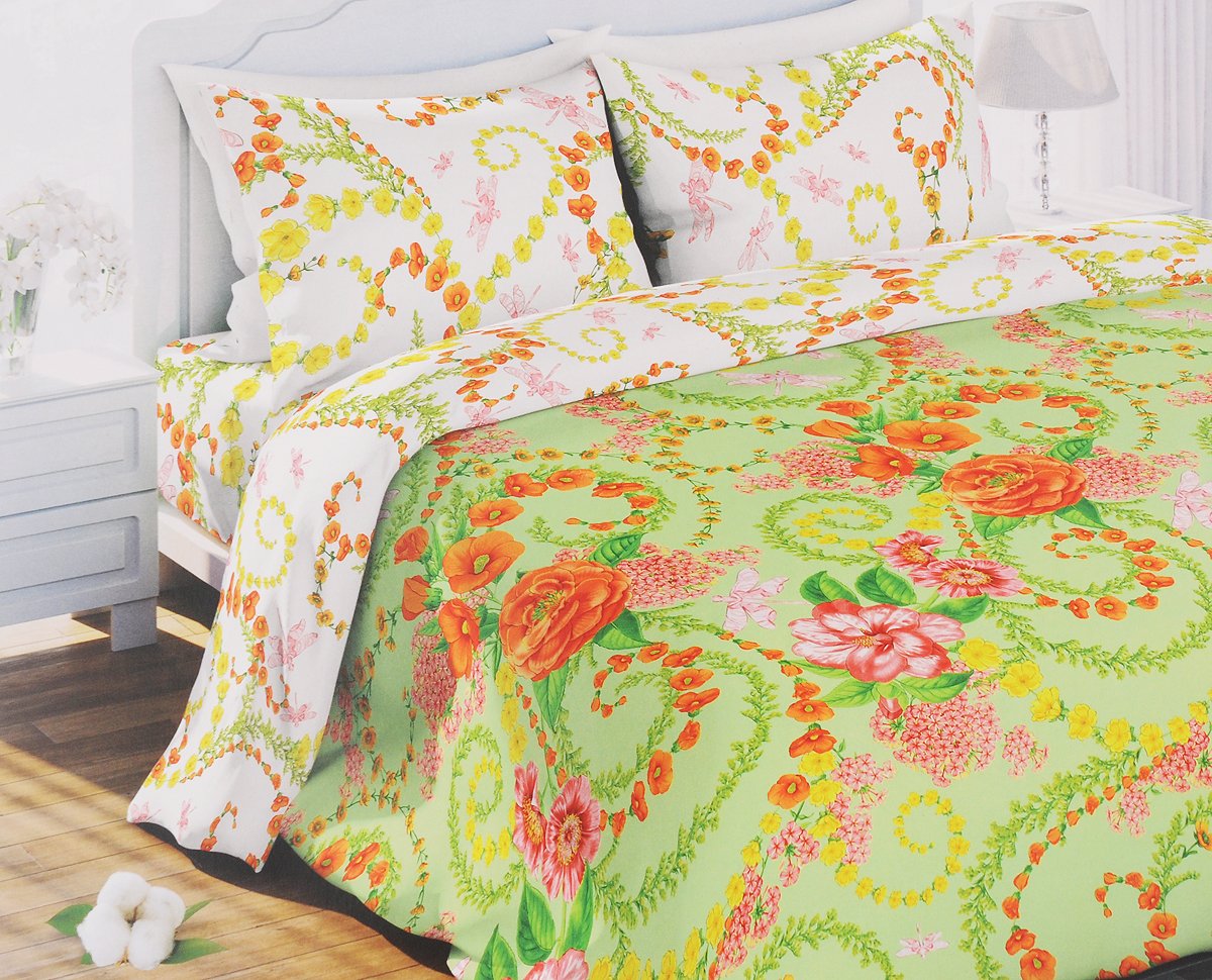 Комплект белья Любимый дом Цветочный вальс, 1,5-спальный, наволочки 70x70317212Комплект постельного белья Любимый дом Цветочный вальс состоит из пододеяльника, простыни и двух наволочек. Постельное белье оформлено оригинальным рисунком и имеет изысканный внешний вид. Белье изготовлено из новой ткани Биокомфорт, отвечающей всем необходимым нормативным стандартам. Биокомфорт - это ткань полотняного переплетения, из экологически чистого и натурального 100% хлопка. Неоспоримым плюсом белья из такой ткани является мягкость и легкость, она прекрасно пропускает воздух, приятна на ощупь, не образует катышков на поверхности и за ней легко ухаживать. При соблюдении рекомендаций по уходу, это белье выдерживает много стирок, не линяет и не теряет свою первоначальную прочность. Уникальная ткань обеспечивает легкую глажку.Приобретая комплект постельного белья Любимый дом, вы можете быть уверенны в том, что покупка доставит вам и вашим близким удовольствие и подарит максимальный комфорт.