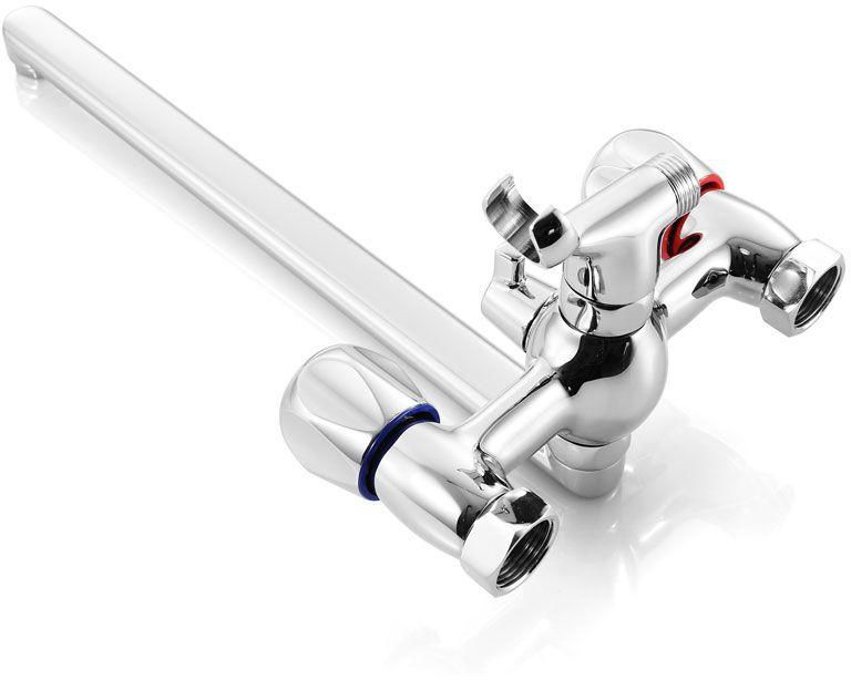 """Смеситель для ванны Iddis """"Classic Plus"""" изготовлен из высококачественной первичной латуни, прочной, безопасной и стойкой к коррозии. Инновационные технологии литья и обработки латуни, а также увеличенная толщина стенок смесителя обеспечивают его стойкость к перепадам давления и температур.  Увеличенное никель-хромовое покрытие полностью соответствует европейским стандартам качества, обеспечивает его стойкость и зеркальный блеск в течение всего срока службы изделия.  Благодаря гладкой внутренней поверхности смесителя, рассекателям в водозапорных механизмах и аэратору он имеет минимальный уровень шума. Смеситель оборудован керамическим дивертором, чей сверхнадежный механизм обеспечивает плавное и мягкое переключение с излива на душ, а также непревзойденную надежность при любом давлении воды. Керамические кран-буксы с углом поворота 180 градусов позволяют настраивать температуру и напор воды с высокой степенью точности. Ручки смесителя не нагреваются благодаря специальной форме встроенных термоизоляторов. Длина излива: 350 мм.  Съемный пластиковый аэратор Neoperl гарантирует ровный и мягкий поток воды без брызг. Встроенный ограничитель потока оптимизирует расход воды без потери комфорта при использовании. В комплекте: лейка и шланг из нержавеющей стали длиной 1,5 м с защитой от перекручивания.  Гарантия на смесители Iddis """"Classic Plus"""" - 10 лет. Гарантия на лейку и шланг составляет 3 года."""