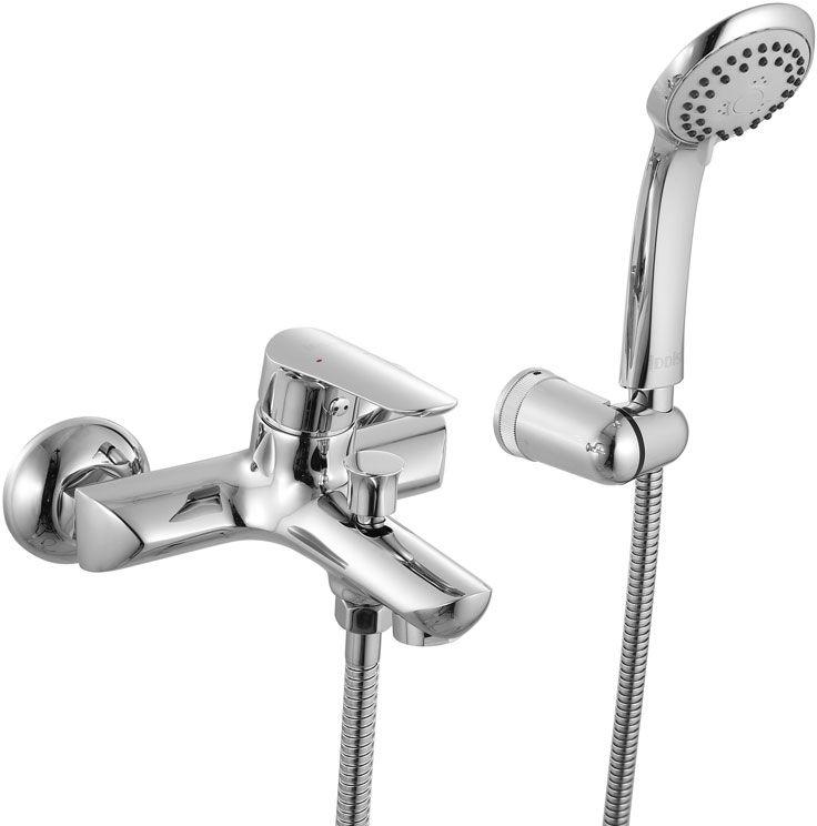 Смеситель для ванны Iddis Custo, с коротким изливом, цвет: хромCUSSB00i02Смеситель для ванны Iddis Custo изготовлен из высококачественной первичной латуни, прочной, безопасной и стойкой к коррозии. Инновационные технологии литья и обработки латуни, а также увеличенная толщина стенок смесителя обеспечивают его стойкость к перепадам давления и температур. Увеличенное никель-хромовое покрытие полностью соответствует европейским стандартам качества, обеспечивает его стойкость и зеркальный блеск в течение всего срока службы изделия. Благодаря гладкой внутренней поверхности смесителя, рассекателям в водозапорных механизмах и аэратору он имеет минимальный уровень шума.Ручная фиксация дивертора позволяет комфортно принимать душ даже при низком давлении воды. Смеситель оборудован картриджем Kerox со специальной встроенной системой шумопоглощения, который обеспечивает долгий срок службы смесителя.Съемный пластиковый аэратор Neoperl гарантирует ровный и мягкий поток воды без брызг. Встроенный ограничитель потока оптимизирует расход воды без потери комфорта при использовании.В комплекте: лейка (3 режима) и шланг из нержавеющей стали длиной 1,5 м с защитой от перекручивания. Гарантия на смесители Iddis - 10 лет. Гарантия на лейку и шланг составляет 3 года.