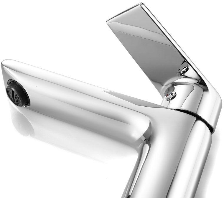 """Смеситель для умывальника Iddis """"Edifice"""" изготовлен из высококачественной первичной латуни, прочной, безопасной и стойкой к коррозии. Инновационные технологии литья и обработки латуни, а также увеличенная толщина стенок смесителя обеспечивают его стойкость к перепадам давления и температур.  Увеличенное никель-хромовое покрытие полностью соответствует европейским стандартам качества, обеспечивает его стойкость и зеркальный блеск в течение всего срока службы изделия.  Благодаря гладкой внутренней поверхности смесителя, рассекателям в водозапорных механизмах и аэратору он имеет минимальный уровень шума. Картридж Softap обеспечивает особую плавность хода ручки смесителя - для точной регулировки температуры и напора воды. Аэратор легко извлекается из смесителя с помощью монетки, упрощая его очистку. Встроенный ограничитель потока оптимизирует расход воды без потери комфорта при использовании. В комплекте: гибкая подводка (35 см), крепеж. Гарантия на смесители Iddis - 10 лет."""