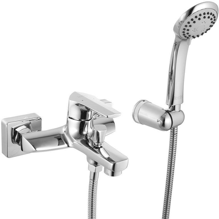 Смеситель для ванны Iddis Harizma, с коротким изливом, цвет: хромHARSB00i02Смеситель для ванны Iddis Harizma изготовлен из высококачественной первичной латуни, прочной, безопасной и стойкой к коррозии. Инновационные технологии литья и обработки латуни, а также увеличенная толщина стенок смесителя обеспечивают его стойкость к перепадам давления и температур. Увеличенное никель-хромовое покрытие полностью соответствует европейским стандартам качества, обеспечивает его стойкость и зеркальный блеск в течение всего срока службы изделия. Благодаря гладкой внутренней поверхности смесителя, рассекателям в водозапорных механизмах и аэратору он имеет минимальный уровень шума.Ручная фиксация дивертора позволяет комфортно принимать душ даже при низком давлении воды. Смеситель оборудован картриджем Kerox со специальной встроенной системой шумопоглощения, который обеспечивает долгий срок службы смесителя.Съемный пластиковый аэратор Neoperl гарантирует ровный и мягкий поток воды без брызг. Встроенный ограничитель потока оптимизирует расход воды без потери комфорта при использовании.В комплекте: лейка (3 режима) и шланг из нержавеющей стали длиной 1,5 м с защитой от перекручивания. Гарантия на смесители Iddis - 10 лет. Гарантия на лейку и шланг составляет 3 года.