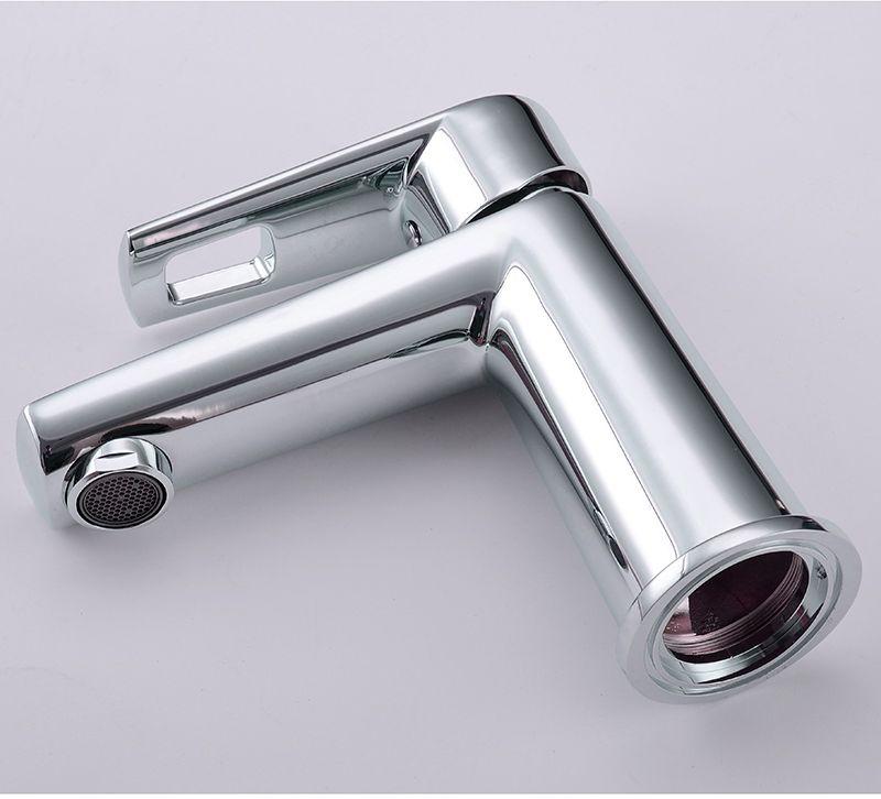 """Смеситель для умывальника Iddis """"Runo"""" изготовлен из высококачественной первичной латуни, прочной, безопасной и стойкой к коррозии. Инновационные технологии литья и обработки латуни, а также увеличенная толщина стенок смесителя обеспечивают его стойкость к перепадам давления и температур.  Увеличенное никель-хромовое покрытие полностью соответствует европейским стандартам качества, обеспечивает его стойкость и зеркальный блеск в течение всего срока службы изделия.  Благодаря гладкой внутренней поверхности смесителя, рассекателям в водозапорных механизмах и аэратору он имеет минимальный уровень шума. Картридж Softap обеспечивает особую плавность хода ручки смесителя - для точной регулировки температуры и напора воды. Специальная подвижная сетка аэратора позволяет направить поток под нужным углом одним движением пальца. Встроенный ограничитель потока оптимизирует расход воды без потери комфорта при использовании. В комплекте: гибкая подводка (35), крепеж. Гарантия на смесители Iddis - 10 лет."""
