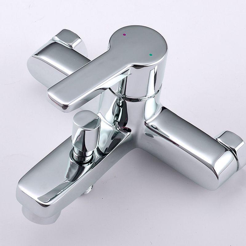 """Смеситель для ванны Iddis """"Sena"""" изготовлен из высококачественной первичной латуни, прочной, безопасной и стойкой к коррозии. Инновационные технологии литья и обработки латуни, а также увеличенная толщина стенок смесителя обеспечивают его стойкость к перепадам давления и температур. Увеличенное никель-хромовое покрытие полностью соответствует европейским стандартам качества, обеспечивает его стойкость и зеркальный блеск в течение всего срока службы изделия. Благодаря гладкой внутренней поверхности смесителя, рассекателям в водозапорных механизмах и аэратору он имеет минимальный уровень шума.Ручная фиксация дивертора позволяет комфортно принимать душ даже при низком давлении воды. Картридж Softap обеспечивает особую плавность хода ручки смесителя - для точной регулировки температуры и напора воды.Аэратор легко извлекается из смесителя с помощью монетки, упрощая его очистку. Встроенный ограничитель потока оптимизирует расход воды без потери комфорта при использовании.В комплекте: лейка (1 режим) и шланг из нержавеющей стали длиной 1,5 м с защитой от перекручивания. Гарантия на смесители Iddis - 10 лет. Гарантия на лейку и шланг составляет 3 года."""