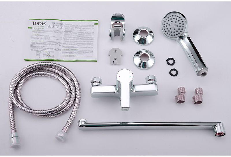 """Смеситель для ванны Iddis """"Sena"""" изготовлен из высококачественной первичной латуни, прочной, безопасной и стойкой к коррозии. Инновационные технологии литья и обработки латуни, а также увеличенная толщина стенок смесителя обеспечивают его стойкость к перепадам давления и температур. Увеличенное никель-хромовое покрытие полностью соответствует европейским стандартам качества, обеспечивает его стойкость и зеркальный блеск в течение всего срока службы изделия. Благодаря гладкой внутренней поверхности смесителя, рассекателям в водозапорных механизмах и аэратору он имеет минимальный уровень шума.Смеситель оборудован керамическим дивертором, чей сверхнадежный механизм обеспечивает плавное и мягкое переключение с излива на душ, а также непревзойденную надежность при любом давлении воды.Картридж Softap обеспечивает особую плавность хода ручки смесителя - для точной регулировки температуры и напора воды.Аэратор легко извлекается из смесителя с помощью монетки, упрощая его очистку. Встроенный ограничитель потока оптимизирует расход воды без потери комфорта при использовании.Длина излива: 350 мм.В комплекте: лейка и шланг из нержавеющей стали длиной 1,5 м с защитой от перекручивания.Гарантия на смесители Iddis - 10 лет."""