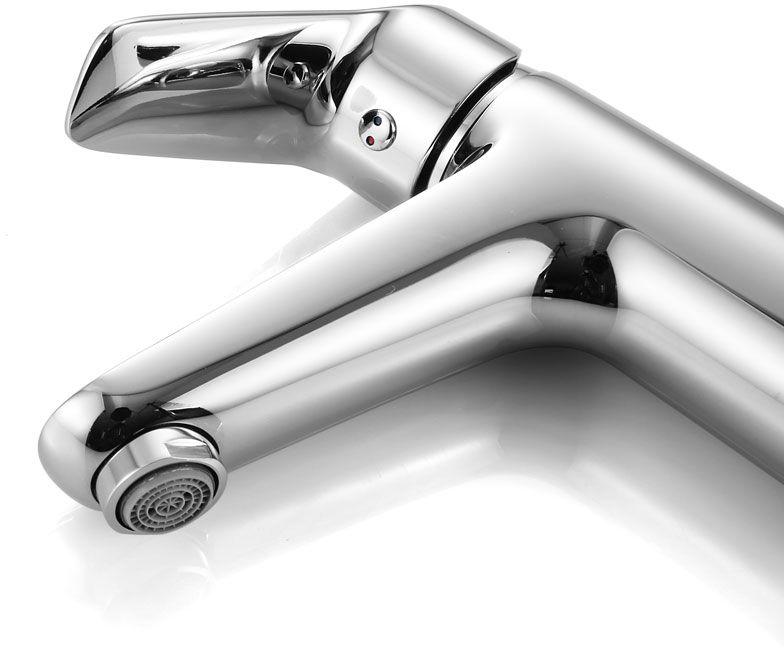 """Смеситель для умывальника Iddis """"Torr"""" изготовлен из высококачественной первичной латуни, прочной, безопасной и стойкой к коррозии. Инновационные технологии литья и обработки латуни, а также увеличенная толщина стенок смесителя обеспечивают его стойкость к перепадам давления и температур.  Увеличенное никель-хромовое покрытие полностью соответствует европейским стандартам качества, обеспечивает его стойкость и зеркальный блеск в течение всего срока службы изделия.  Благодаря гладкой внутренней поверхности смесителя, рассекателям в водозапорных механизмах и аэратору он имеет минимальный уровень шума. Картридж Softap обеспечивает особую плавность хода ручки смесителя - для точной регулировки температуры и напора воды. Съемный пластиковый аэратор Neoperl гарантирует ровный и мягкий поток воды без брызг. Встроенный ограничитель потока оптимизирует расход воды без потери комфорта при использовании. В комплекте: гибкая подводка (35 см), крепеж. Гарантия на смесители Iddis - 10 лет."""