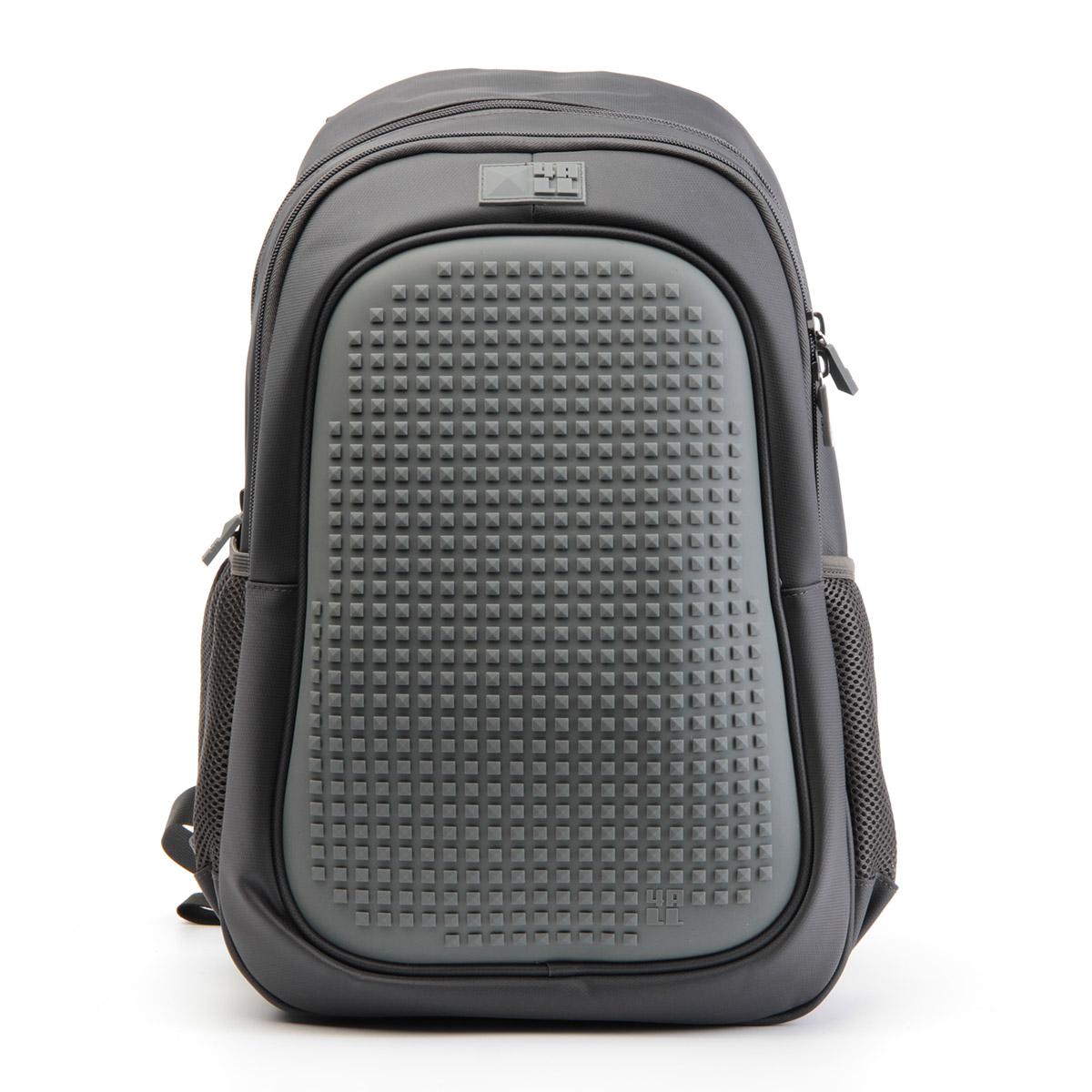 4ALL Рюкзак для мальчиков Case цвет темно-серыйRT63-04Рюкзак бренда 4ALL - это одновременно яркий, функциональный школьный аксессуар и площадка для самовыражения. Заботясь о Вашем комфорте, удобстве и творческом развитии мы создали уникальные рюкзаки CASE с силиконовой панелью и разноцветные мозаичные БИТЫ с помощью которых на рюкзаке можно создавать графические шедевры хоть каждый день! Наш рюкзак является не только помощником в переносе грузов, но и настоящей интерактивной площадкой! Благодаря силиконовой панели и пикселям он может информировать и транслировать любые Ваши художественные опыты!Особенности:AIR COMFORT system:- Система свободной циркуляции воздуха между задней стенкой рюкзака и спиной ребенка.ERGO system:- Разработанная нами система ERGO служит равномерному распределению нагрузки на спину ребенка. Она способна сделать рюкзак, наполненный учебниками, легким. ERGO служит сохранению правильной осанки и заботится о здоровье позвоночника!А также:- Гипоаллергенный силикон;- Водоотталкивающие материалы;- Устойчивость всех материалов к температурам воздуха ниже 0!Дополнительная информация:- Рюкзак уже содержит 1 упаковку пикселей-битов 4-х цветов (200 шт).