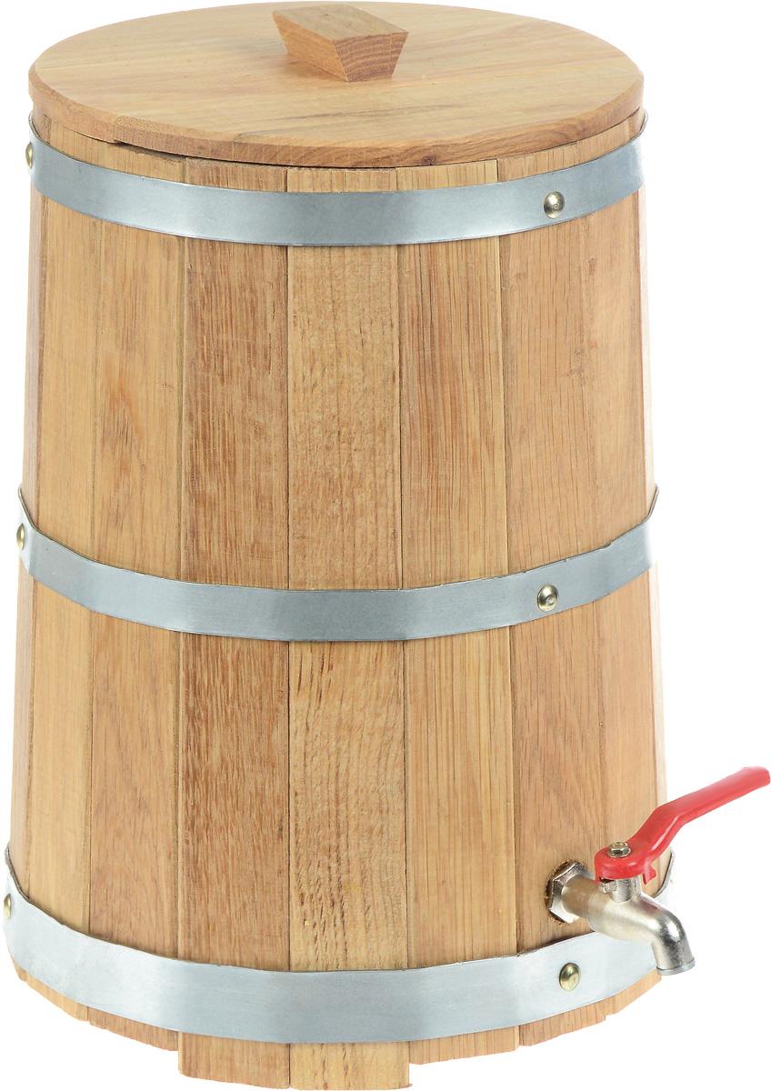 Жбан Proffi Home, с краном, 10 лPH0201Жбан Proffi Home изготовлен из брусков дуба, стянутых тремя металлическими обручами. Он предназначен для хранения различных жидкостей, которые удобно разливать через кран, расположенный в нижней части изделия. Жбан является одной из тех приятных мелочей, без которых не обойтись при принятии банных процедур.Эксплуатация бондарных изделий.Перед первым использованием бондарное изделие рекомендуется подготовить. Для этого нужно наполнить изделие холодной водой и оставить наполненным на 2-3 часа. Затем необходимо воду слить, обдать изделие сначала горячей, потом холодной водой. Не рекомендуется оставлять бондарные изделия около нагревательных приборов, а также под длительным воздействием прямых солнечных лучей.С момента начала использования бондарного изделия не рекомендуется оставлять его без воды на срок более 1 недели. Но и продолжительное время хранить в таких изделиях воду тоже не следует.После каждого использования необходимо вымыть и ошпарить изделие кипятком. В качестве моющих средств желательно использовать пищевую соду либо раствор горчичного порошка.Правильное обращение с бондарными изделиями позволит надолго сохранить их эксплуатационные свойства и продлить срок использования! Диаметр жбана по верхнему краю: 23,3 см. Высота жбана: 36 см.