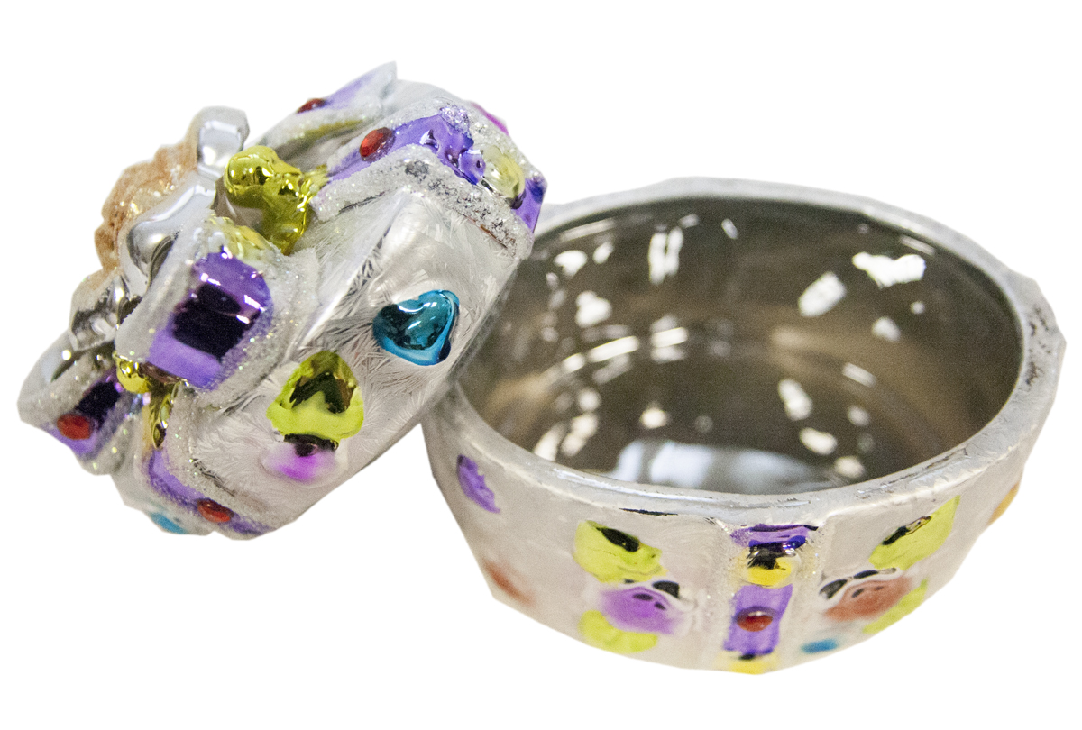Шкатулка Nic Duysens, овальная, 8 х 11 х 9 см330891Шкатулка Nic Duysens, оформленная цветочным орнаментом, прекрасно подойдет для хранения украшений, ювелирных изделий, аксессуаров для шитья и других мелких вещиц. Она станет прекрасным и полезным подарком к любому празднику.