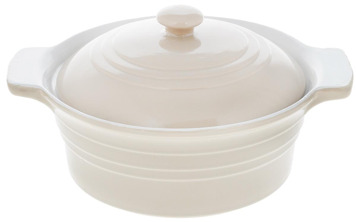 Форма для запекания Calve, круглая, с крышкой, цвет: бежевый, белый, 1,7 л13-540_бежевый, белыйНи для кого не секрет, что у настоящей хозяйки красивая посуда не только та, в которой она подает свои блюда, но и та, в которой она готовит.Форма для запекания Calve, выполненная из жаропрочной керамики, оснащена крышкой и ручками. Дизайн и отменное качество формы будут долго радовать вас, а угощения, приготовленные в этом блюде - ваших гостей.Керамическую форму для запекания можно использовать в духовке. Диаметр формы (по верхнему краю): 23,5 см.Высота формы: 9 см.Объем: 1,7 л.