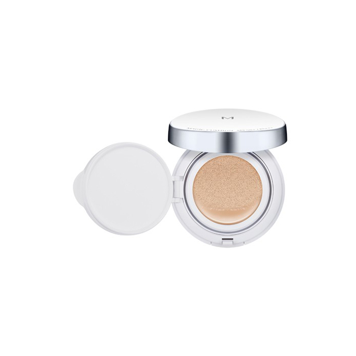 Missha Тональное средство Magic Cushion SPF50+/PA+++ (No.23), 15 грМШ309Новая тональная основа для лица с великолепными маскирующими способностями. Благодаря удобному пористому спонжу средство великолепно ложится на кожу, делая Ваш макияж естественным. Основа имеет максимально возможный фактор защиты от солнца SPF50/PA+++, идеально подходит для применения в жаркое летнее время благодаря приятной текстуре. Тональная основа сохраняет кожу гладкой и увлажненной в течение всего дня. Сок бамбука и экстракт гамаммелиса в составе средства успокаивают кожу, препятствуя появлению жирного блеска кожи в Т-зоне в течение всего дня. Благодаря роскошному дизайну тональная основа станет украшением любого дамского столика или косметички.