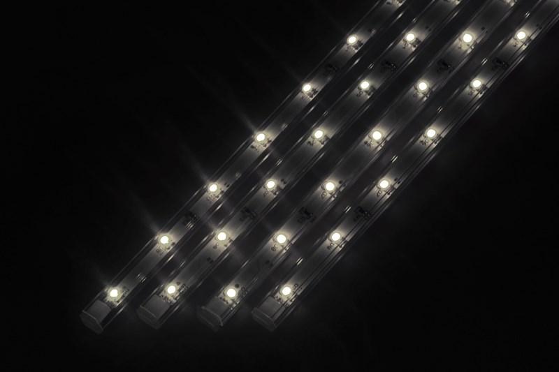 Светодиодный светильник Neon-Night, линейный, 4 шт х 25 см, цвет: белый (5000К)145-105Линейный светодиодный светильник Neon-Night - это светодиодная линейка длиной 25 см, заключенная в корпус из прозрачного пластика. Они могут использоваться в подсветке витрин, мебели, а так же в интерьерной подсветке. Простота монтажа поможет без проблем справиться с вопросом освещения необходимых зон. Блок питания, понижающий напряжение до 12 В, делает устройство безопасным в использовании.Использование светодиодных светильников является выгодным решением, так как они обладают высокой яркостью свечения, большим сроком службы и вместе с этим низким энергопотреблением.Цвет свечения - белый.Поставляется по 4 штуки в комплекте с блоком питания.