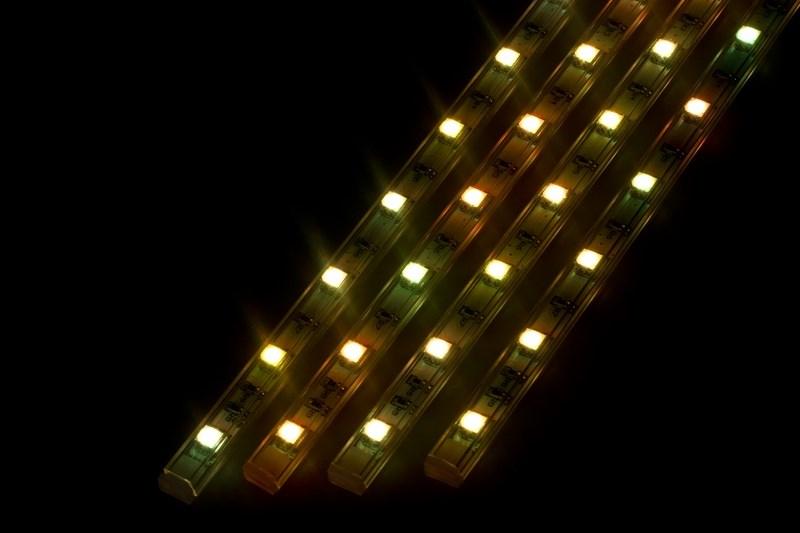 Светодиодный светильник Neon-Night, линейный, 4 шт х25 см, цвет: мультиколор145-109Линейный светодиодный светильник Neon-Night - это светодиодная линейка длиной 25 см, заключенная в корпус из прозрачного пластика. Онимогут использоваться в подсветке витрин, мебели, а так же в интерьерной подсветке. Простота монтажа поможет без проблем справиться свопросом освещения необходимых зон. Блок питания, понижающий напряжение до 12 В, делает устройство безопасным в использовании.Использование светодиодных светильников является выгодным решением, так как они обладают высокой яркостью свечения, большим срокомслужбы и вместе с этим низким энергопотреблением. Поставляется по 4 штуки в комплекте с блокомпитания.