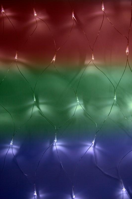 Гирлянда Neon-Night Сеть, 180 LED, цвет: прозрачный, мульти, 1,8 х 1,5 м215-139Гирлянда-сеть представляет из себя прозрачное полотно в виде прямоугольника размером 1,8*1,5 метра, разбитого на равные ромбы, в углах которых находятся диоды четырех цветов. Гирлянда-сеть при использовании на окнах или других поверхностях позволяет осуществить равномерную засветку по всей площади, для этого достаточно ее растянуть по периметру, используя, например, присоски с крючком.Данная гирлянда предназначена для домашнего использования и идеально подойдет для украшения стандартного 3-х створчатого окна в квартире или офисе.