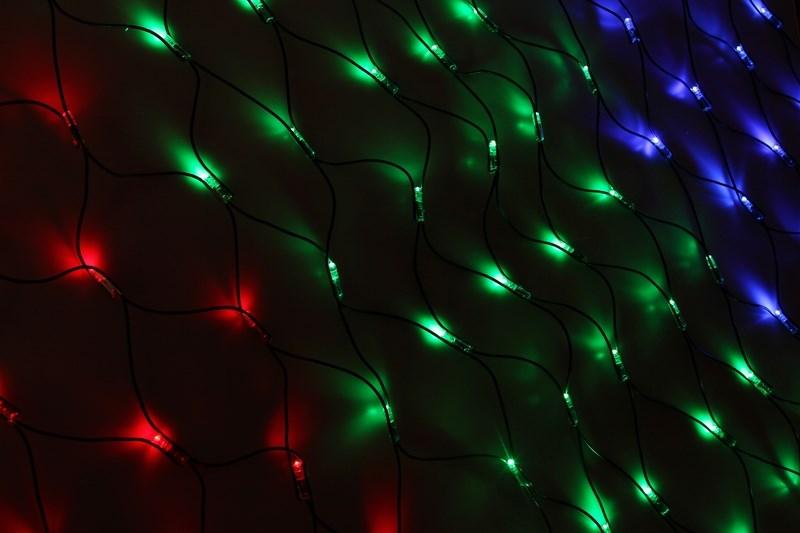 Гирлянда Neon-Night Сеть, 288 LED, каучуковый провод, цвет: черный, мульти, 2 x 1,5 м217-119Гирлянда-сеть представляет из себя конструкцию ввиде прямоугольника размером 2*1,5 метра, разбитого на равные ромбы, в углах которых находяться два диода красного и желтого цвета и два диода зеленого и синего цвета, соединеных и расположеных по направлению друг к другу. Гирлянда имеет степень влагозащиты IP54 и каучуковый провод черного цвета, что позволит вам быстро и выгодно решить вопрос с декоративным украшением любых объектов как внутри помещения, так и снаружи. В комплект входит установочный набор для подключения гирлянды к сети. Особенностью этого типа гирлянд является то, что их можно соединять между собой и/или к ней можно также подключить контроллеры арт. 217-201 или 217-202 которые позволят гирлянде работать в динамике. Данная гирлянда используется для украшения фасадов и потолков зданий практически любой площади, отлично подходит для украшения небольших кустов, растяжки между направляющими в беседке или веранде, ей можно легко и быстро обмотать колонны или столбы, служит красивым декором окон зданий. Гирлянда-сеть имеет самое лучшее отношение цены к площади декорирования относительно других гирлянд, что делает ее уникальной в своем роде.
