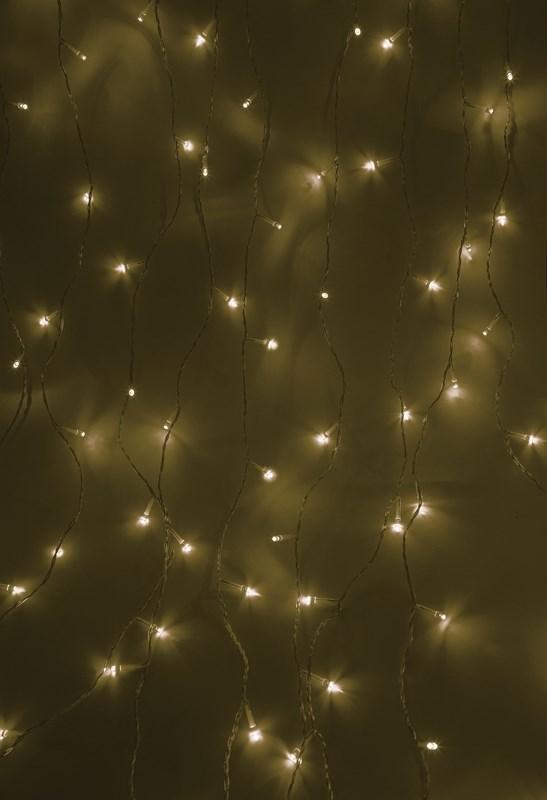 Гирлянда Neon-Night Светодиодный Дождь, свечение с динамикой, цвет: прозрачный, теплый белый, 1,5 х 1 м235-026Гирлянда Светодиодный Дождь представляет собой гибкий горизонтальный шнур-шину (1,5м), к которому через определенные промежутки крепятся вертикальные нити (12 шт.) равной длины со светодиодами. Данная гирлянда предназначена для домашнего использования и идеально подойдет для украшения стандартного окна в квартире или офисе, а так же удачно подсветит пространство за плотными еле прозрачными шторами или тюлем.Сегодня в гирляндах источником света служат светодиоды, которые пришли на смену применявшимся ранее лампам накаливания. С полупроводниковыми источниками гирлянда стала более надежной, потребляет меньше электроэнергии, обрела более насыщенное сияние. Данная гирлянда имеет 96 диодов с теплым белым цветом свечения.