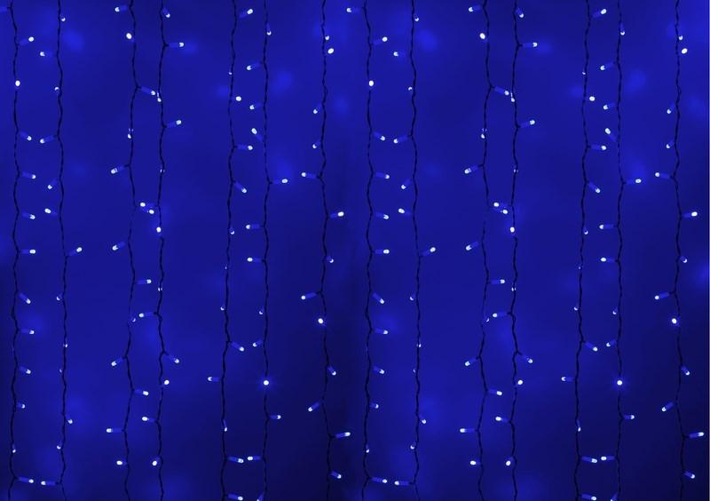 Гирлянда Neon-Night Светодиодный Дождь, постоянное свечение, цвет: белый, синий, 2 х 3 м235-133Гирлянда Светодиодный Дождь представляет собой гибкий горизонтальный шнур-шину (2м), к которому через определенные промежутки крепятся вертикальные нити (20 шт.) со светодиодными лампами, которые отличаются от «Бахромы» тем, что имеют одинаковую, достаточно значительную длину, часто превышающую протяженность шины. На концах каждой шины есть разъем и штепсель, которые предназначены для последовательного соединения нескольких световых дождей в большой занавес ПЛЕЙ-ЛАЙТ. Используя занавес, можно не только создавать красивые световые занавесы или оформлять различные плоскости, например, фасады домов, окна и т.д., но и украшать объемные объекты. Гирлянду, работающую в непрерывном свечении, называют фиксинг, а использующую режим светодинамики – чейзинг. Светодинамические эффекты становятся доступными только при подключении гирлянды к сети через специальный контроллер.Сегодня в гирляндах источником света служат светодиоды, которые пришли на смену применявшимся ранее лампам накаливания. С полупроводниковыми источниками гирлянда стала более надежной, потребляет меньше энергии, обрела более насыщенное сияние. Данная гирлянда имеет синий цвет свечения светодиодов.