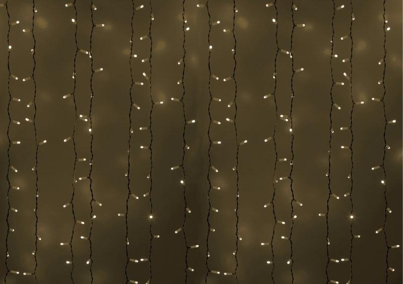 Гирлянда Neon-Night Светодиодный Дождь, постоянное свечение, цвет: белый, 2 х 3 м235-135Гирлянда Светодиодный Дождь представляет собой гибкий горизонтальный шнур-шину (2м), к которому через определенные промежутки крепятся вертикальные нити (20 шт.) со светодиодными лампами, которые отличаются от «Бахромы» тем, что имеют одинаковую, достаточно значительную длину, часто превышающую протяженность шины. На концах каждой шины есть разъем и штепсель, которые предназначены для последовательного соединения нескольких световых дождей в большой занавес ПЛЕЙ-ЛАЙТ. Используя занавес, можно не только создавать красивые световые занавесы или оформлять различные плоскости, например, фасады домов, окна и т.д., но и украшать объемные объекты. Гирлянду, работающую в непрерывном свечении, называют фиксинг, а использующую режим светодинамики – чейзинг. Светодинамические эффекты становятся доступными только при подключении гирлянды к сети через специальный контроллер.Сегодня в гирляндах источником света служат светодиоды, которые пришли на смену применявшимся ранее лампам накаливания. С полупроводниковыми источниками гирлянда стала более надежной, потребляет меньше энергии, обрела более насыщенное сияние. Данная гирлянда имеет белый цвет свечения светодиодов.
