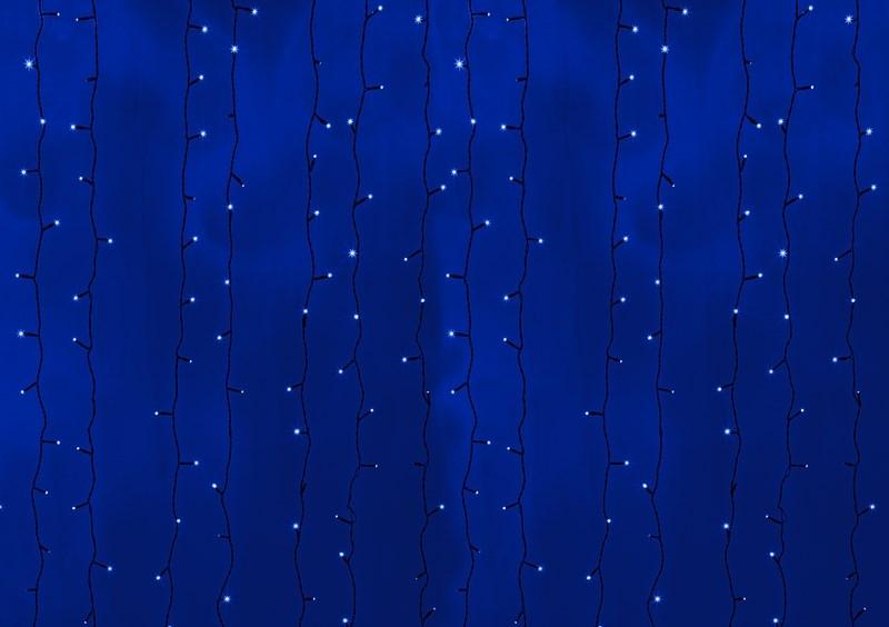 Гирлянда Neon-Night Светодиодный Дождь, постоянное свечение, цвет: черный, синий, 2 х 6 м235-163Гирлянда Светодиодный Дождь представляет собой гибкий горизонтальный шнур-шину (2м), к которому через определенные промежутки крепятся вертикальные нити (20 шт.) со светодиодными лампами, которые отличаются от «Бахромы» тем, что имеют одинаковую, достаточно значительную длину, часто превышающую протяженность шины. На концах каждой шины есть разъем и штепсель, которые предназначены для последовательного соединения нескольких световых дождей в большой занавес ПЛЕЙ-ЛАЙТ. Используя занавес, можно не только создавать красивые световые занавесы или оформлять различные плоскости, например, фасады домов, окна и т.д., но и украшать объемные объекты. Гирлянду, работающую в непрерывном свечении, называют фиксинг, а использующую режим светодинамики – чейзинг. Светодинамические эффекты становятся доступными только при подключении гирлянды к сети через специальный контроллер.Сегодня в гирляндах источником света служат светодиоды, которые пришли на смену применявшимся ранее лампам накаливания. С полупроводниковыми источниками гирлянда стала более надежной, потребляет меньше энергии, обрела более насыщенное сияние. Данная гирлянда имеет синий цвет свечения светодиодов.