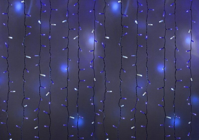 Гирлянда Neon-Night Светодиодный Дождь, эффект мерцания, цвет: белый, синий, 2 х 3 м235-213Гирлянда Светодиодный Дождь представляет собой гибкий горизонтальный шнур-шину (2м), к которому через определенные промежутки крепятся вертикальные нити (20 шт.) со светодиодными лампами, которые отличаются от «Бахромы» тем, что имеют одинаковую, достаточно значительную длину, часто превышающую протяженность шины. На концах каждой шины есть разъем и штепсель, которые предназначены для последовательного соединения нескольких световых дождей в большой занавес ПЛЕЙ-ЛАЙТ. Используя занавес, можно не только создавать красивые световые занавесы или оформлять различные плоскости, например, фасады домов, окна и т.д., но и украшать объемные объекты. Гирлянду, работающую в непрерывном свечении, называют фиксинг, а использующую режим светодинамики – чейзинг. Режим чейзинг имеет различные светодинамические эффекты. Данная гирлянда имеет эффект мерцания.Сегодня в гирляндах источником света служат светодиоды, которые пришли на смену применявшимся ранее лампам накаливания. С полупроводниковыми источниками гирлянда стала более надежной, потребляет меньше энергии, обрела более насыщенное сияние. Данная гирлянда имеет синий цвет свечения светодиодов.