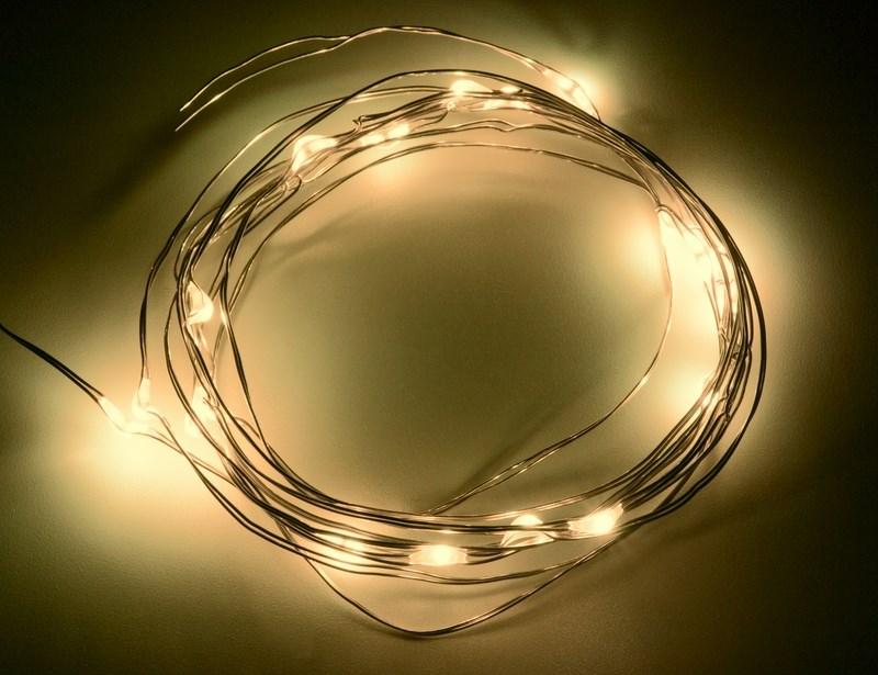 Гирлянда Neon-Night Роса, светодиодная, 20 LED, цвет: желтый, 2 м303-001Гирлянда светодиодная Роса состоит из тонкого провода длиной 2 м с расположенным на нем 20 светодиодами желтого цвета свечения, а также батарейного блока. Блок крепится на дополнительный провод 30 см. Питание осуществляется при помощи 3 батареек типа AA. Данная гирлянда найдет свое применение в дизайнерских решениях внутри помещений при украшении предметов интерьера, растений и даже букетов цветов.